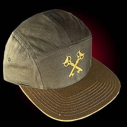 Five panel hat in loden/biscuit with our crosskeys embroidered in gold